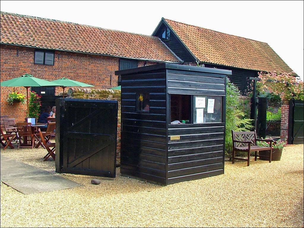Hoveton hall gardens norfolk broads for Garden office norfolk