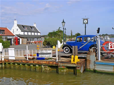 Reedham Ferry and Pub