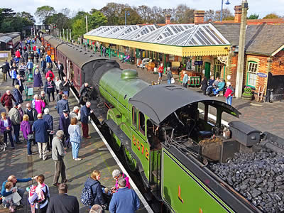 Sheringham Station busy with passengers