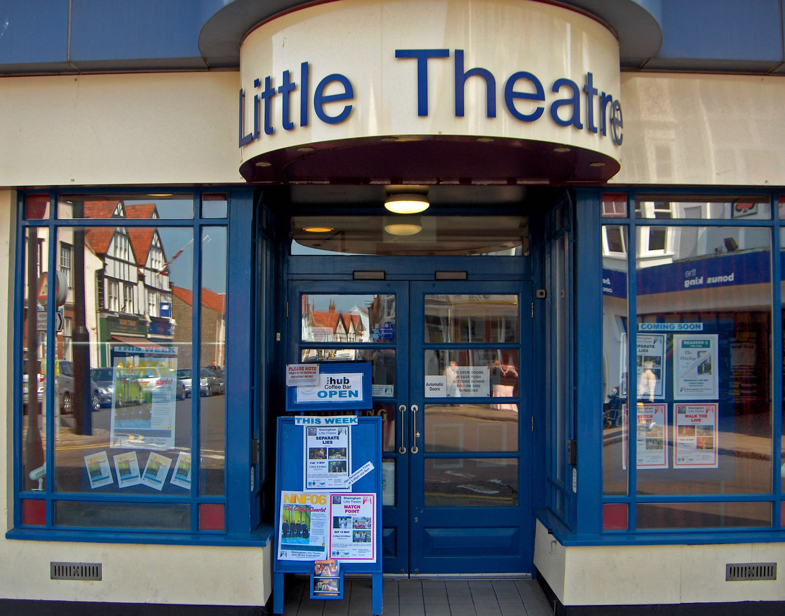 http://www.tournorfolk.co.uk/sheringham/thelittletheatre.jpg